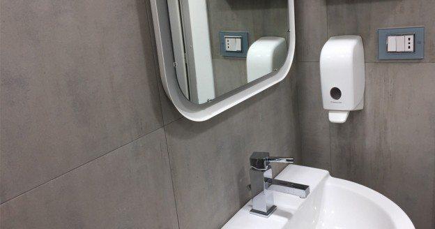 Come realizzare un impianto elettrico a norma in bagno simon urmet - Bagno elettrico ...